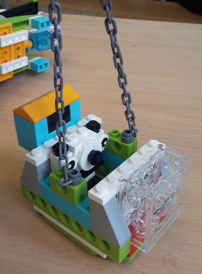 На занятиях по робототехнике дети создали модель летательного аппарата для оказания помощи пострадавшим