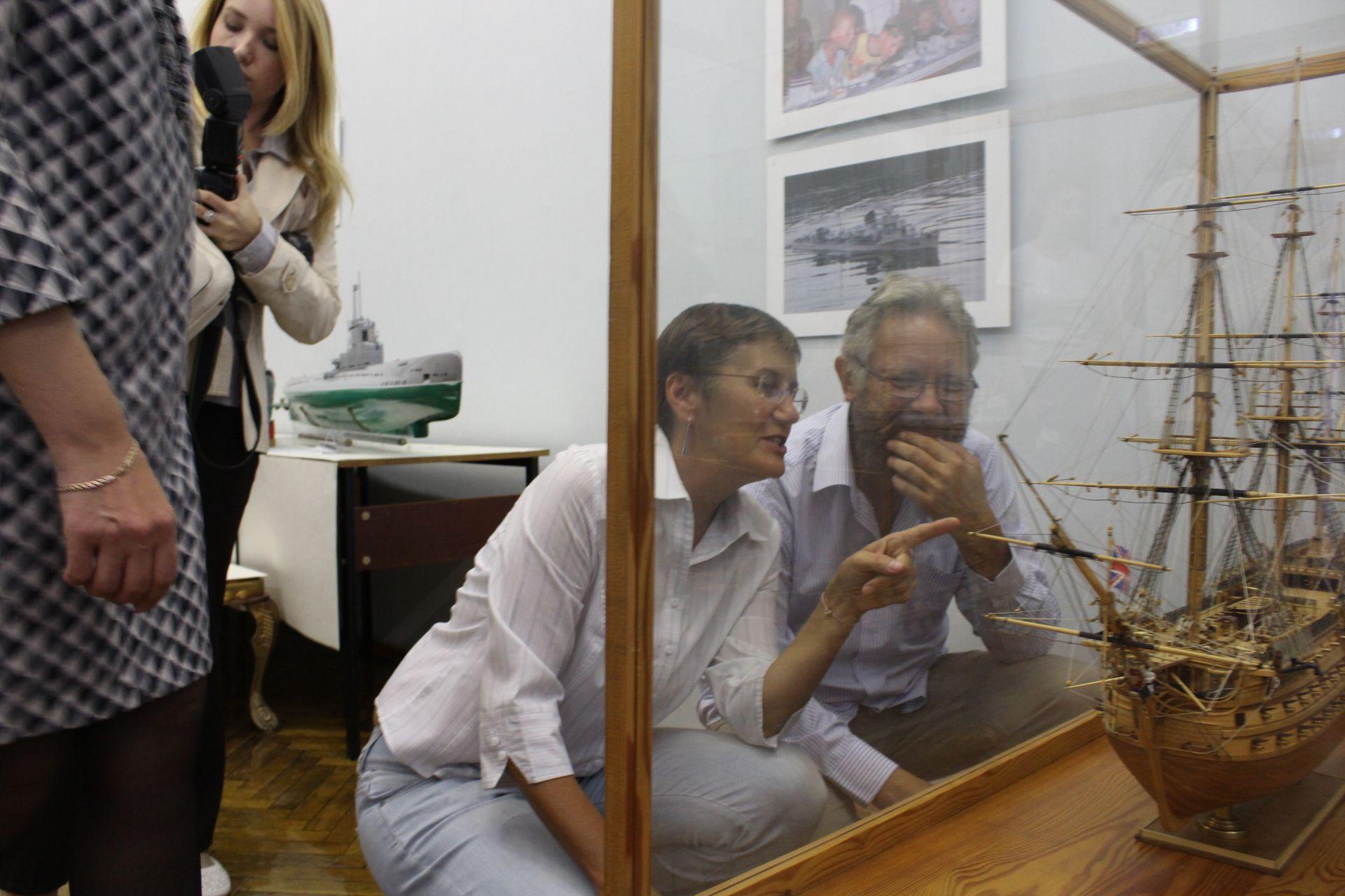 «Архитектура кораблей». В ЮУрГУ открылась выставка профессора Геннадия Михайлова