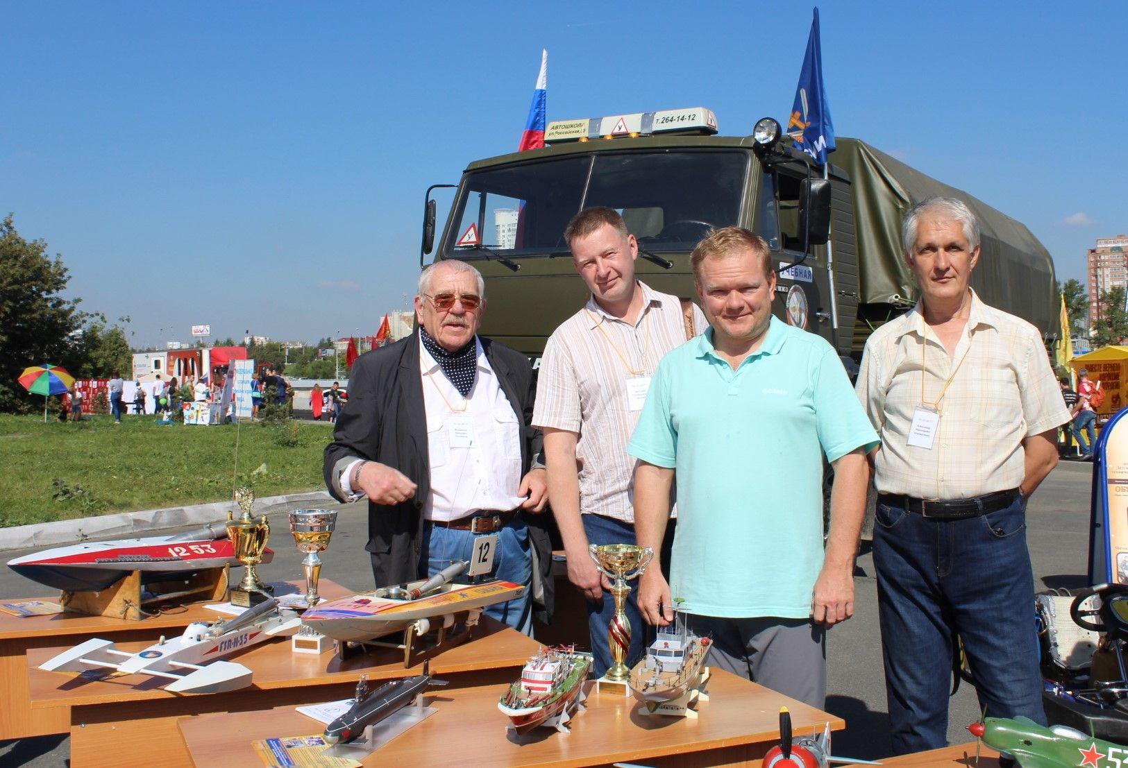 Педагоги ДЮТТ стали участниками выставки спортивной и военной техники на Общественно-политическом вернисаже в Челябинске