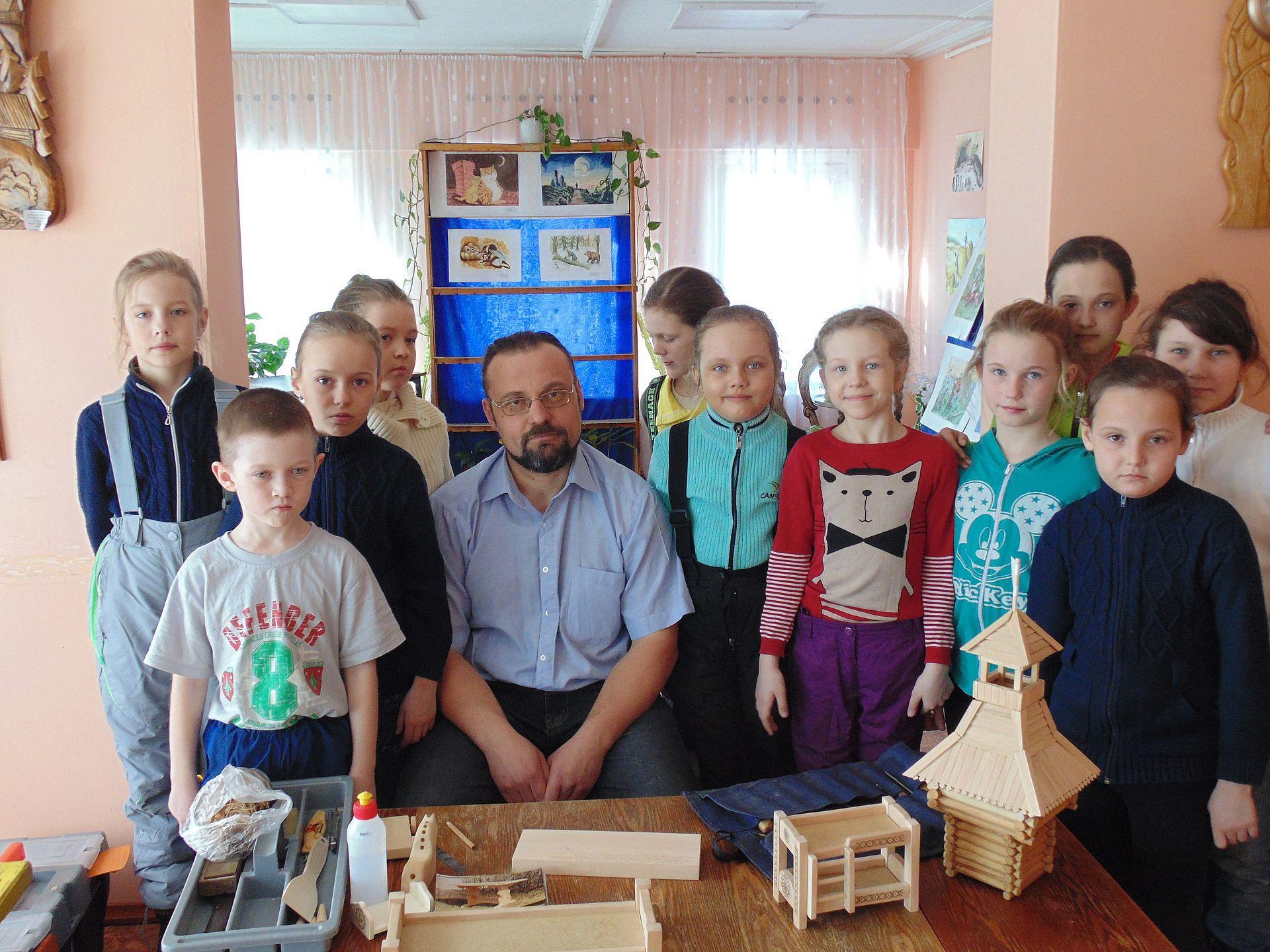Для детей в Уйском состоялся мастер-класс «Резьба по дереву»