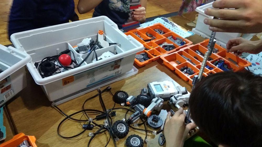 Робототехника на каникулах. Школьники собрали своего первого робота в горах