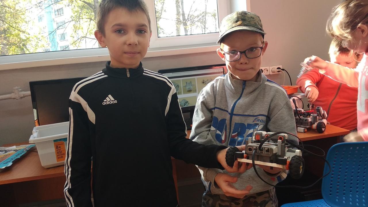 Первые мини-экзамены в школе робототехники. Фотоотчет с уроков