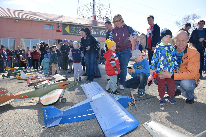 Больше тысячи зрителей побывали на первом авиашоу для детей