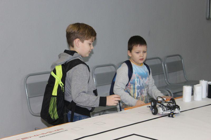 Турнир роботов. В Региональном модельном центре прошли товарищеские матчи